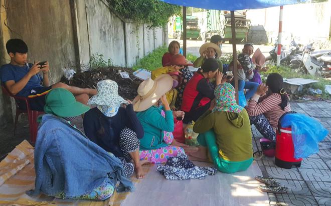 Người dân Đà Nẵng dựng lều phản đối bãi rác gây ô nhiễm