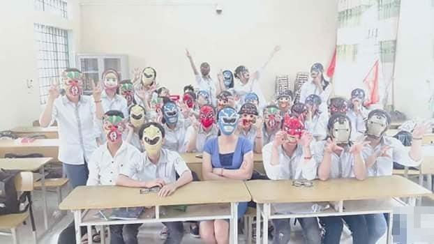 """Lớp người ta: Diện đồng phục mặt nạ """"siêu nhân"""" nhân dịp Trung thu"""