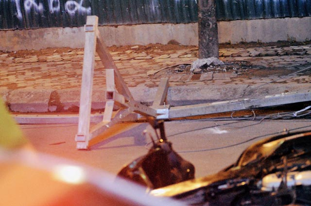 Công an điều tra vụ khung sắt công trình rơi đè chết cô gái
