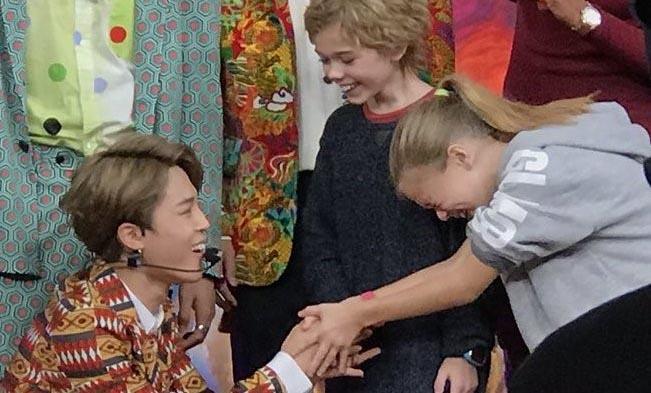 Fan nhí 9 tuổi người Mỹ khóc nức nở vì được gặp BTS