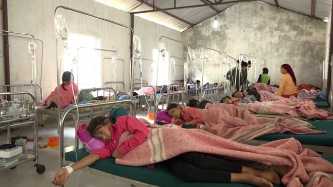 150 học sinh tiểu học nhập viện nghi do ngộ độc sau bữa sáng