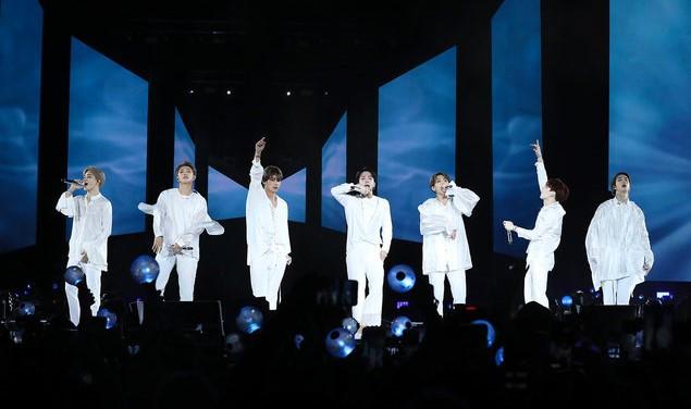 """Nhóm nhạc BTS ra mắt phim tài liệu """"Burn the Stage: the Movie"""""""
