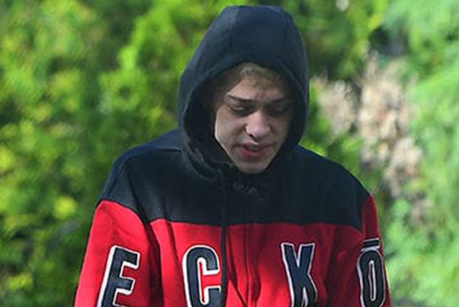 Bạn trai cũ xuất hiện mệt mỏi sau khi chia tay Ariana Grande