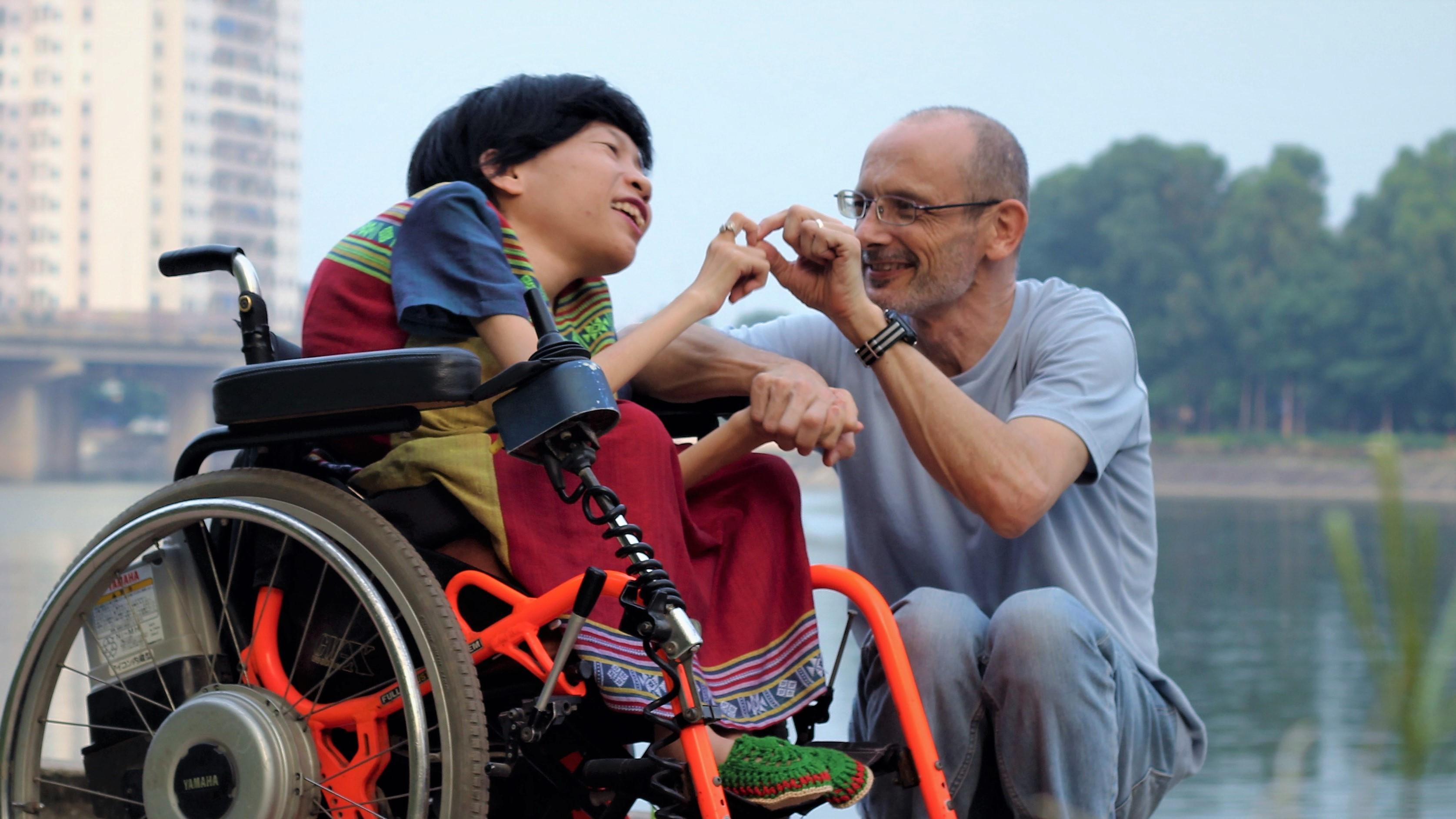 Bất ngờ trước lý do chàng kỹ sư Úc quyết lấy cô gái khuyết tật Việt