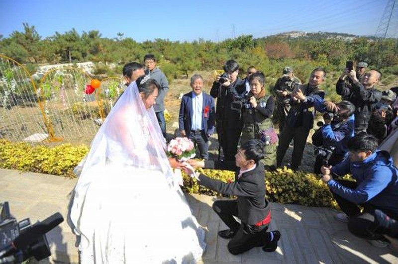 Đám cưới ở nghĩa trang và chuyện tình xúc động
