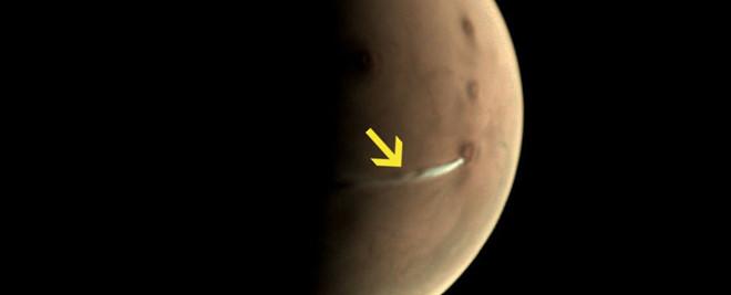 Phát hiện dải mây trắng kỳ lạ trên sao Hỏa