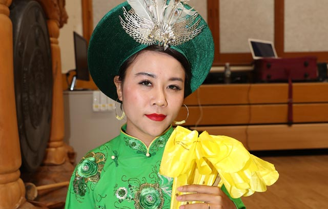 Châu Ý Linh mang bản sắc văn hóa Việt cho người Việt xa quê