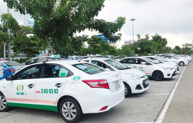 Hàng trăm taxi ngừng chạy ở sân bay Đà Nẵng để phản đối Grab