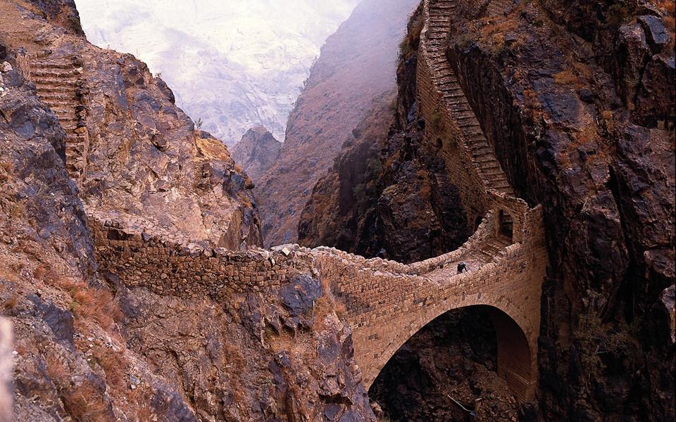 Những cây cầu kỳ lạ trên thế giới