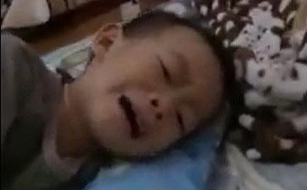 Cậu bé 4 tuổi khóc nức nở vì không được dự đám cưới của cha mẹ