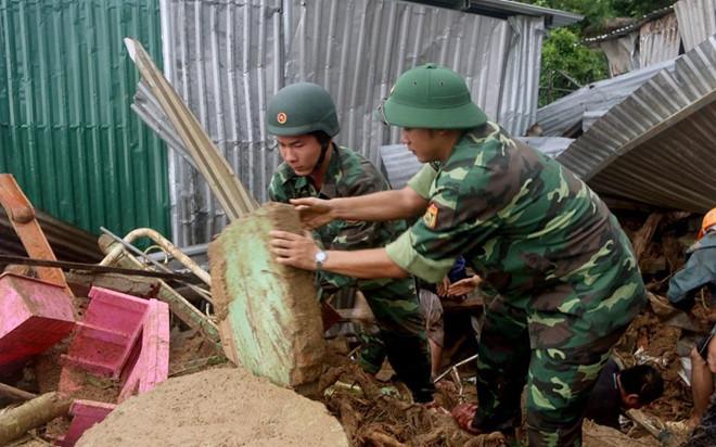 Sập nhà ở Nha Trang, 4 người tử vong