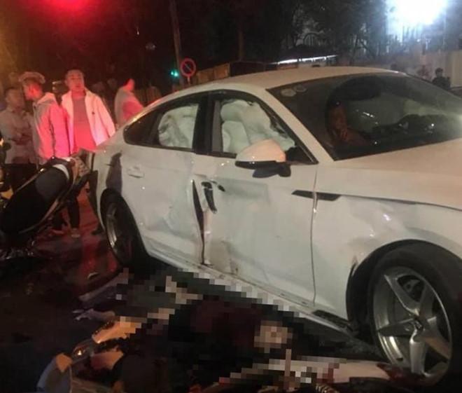 2 xe máy tông xế hộp Audi bung túi khí, 1 người tử vong