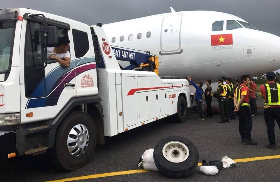 Hiện trường máy bay VietJet gặp sự cố khiến 6 hành khách bị thương