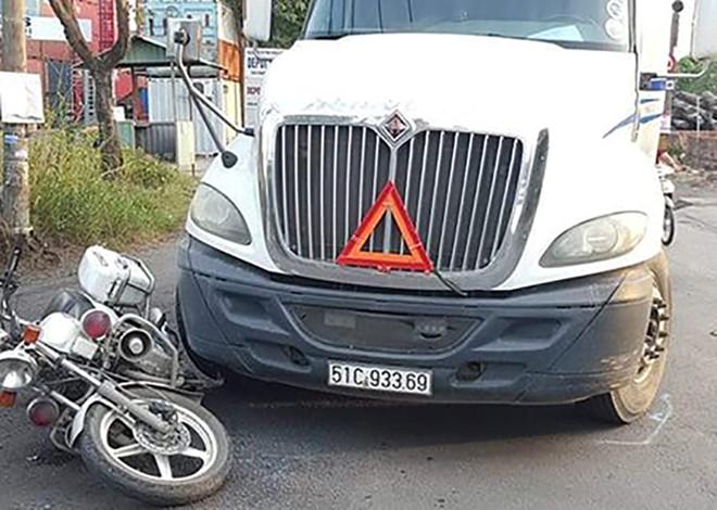 Tài xế 9X lái ô tô đầu kéo tông xe cảnh sát giao thông ở Sài Gòn