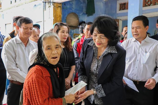 Phó chủ tịch nước đến thăm gia đình dân quân thiệt mạng vì cứu người