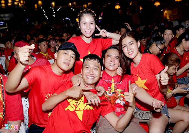 Dàn sao Việt vỡ òa khi tuyển Việt Nam vô địch AFF Cup 2018 sau 10 năm