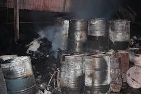 3 người bị thương khi thùng phuy chứa 200 lít dầu phát nổ