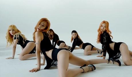 Nhóm nhạc nữ Hàn Quốc bị ép mặc nội y dây và thể hiện động tác gợi dục