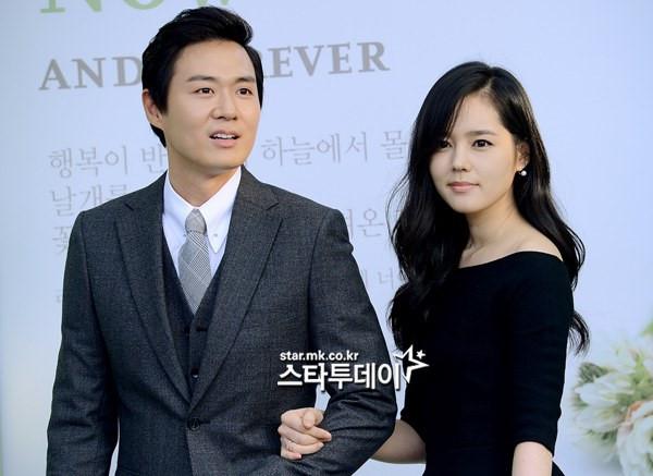 """""""Biểu tượng sắc đẹp Hàn"""" Han Ga In mang bầu lần 2 sau 13 năm cưới"""