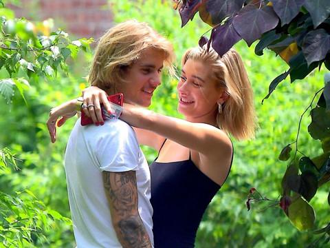 10 bức ảnh ngọt ngào của vợ chồng Justin và Hailey Bieber trong 2018