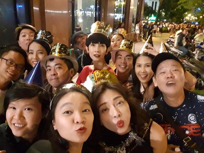 Sao Việt hạnh phúc đón năm mới 2019 bên gia đình, bạn bè