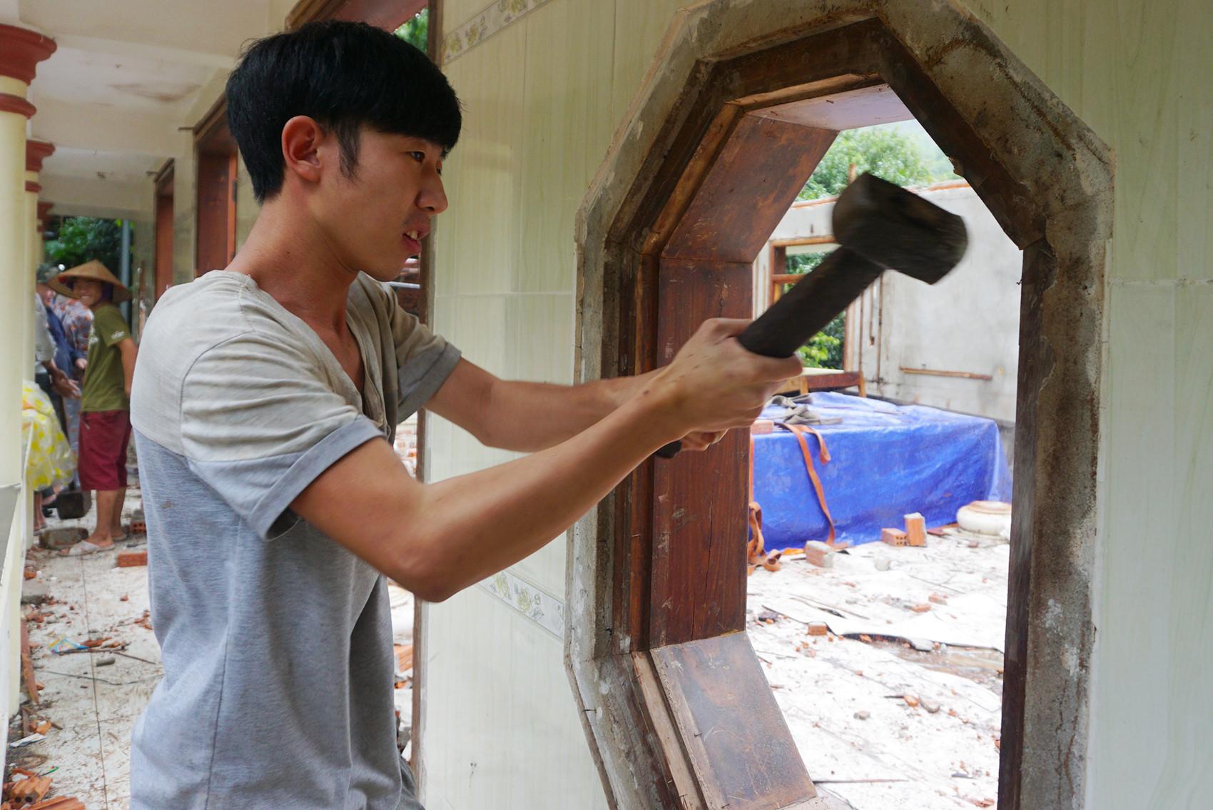 Tháo dỡ biệt phủ 100 tỷ của đại gia vàng xây trái phép ở Đà Nẵng