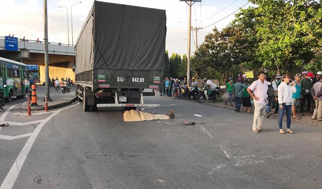 Trên đường đi khám thai, một phụ nữ bị xe tải cán tử vong