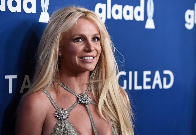 Britney Spears tạm nghỉ hát để chăm sóc cha đang bệnh nặng