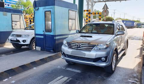 Tài xế dừng ô tô hơn 4 giờ phản đối thu phí ở BOT An Sương - An Lạc