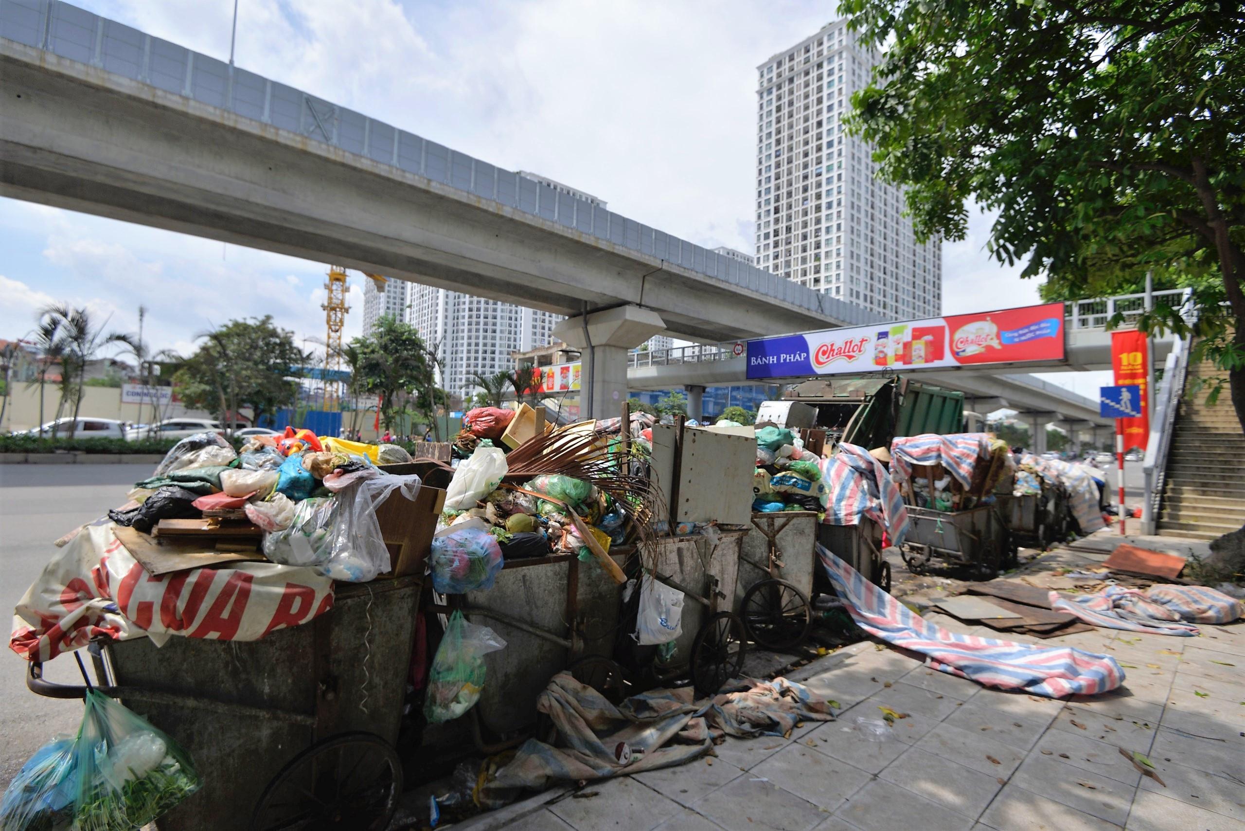 Bãi rác Nam Sơn bị người dân phong tỏa, Hà Nội có nguy cơ ùn ứ rác