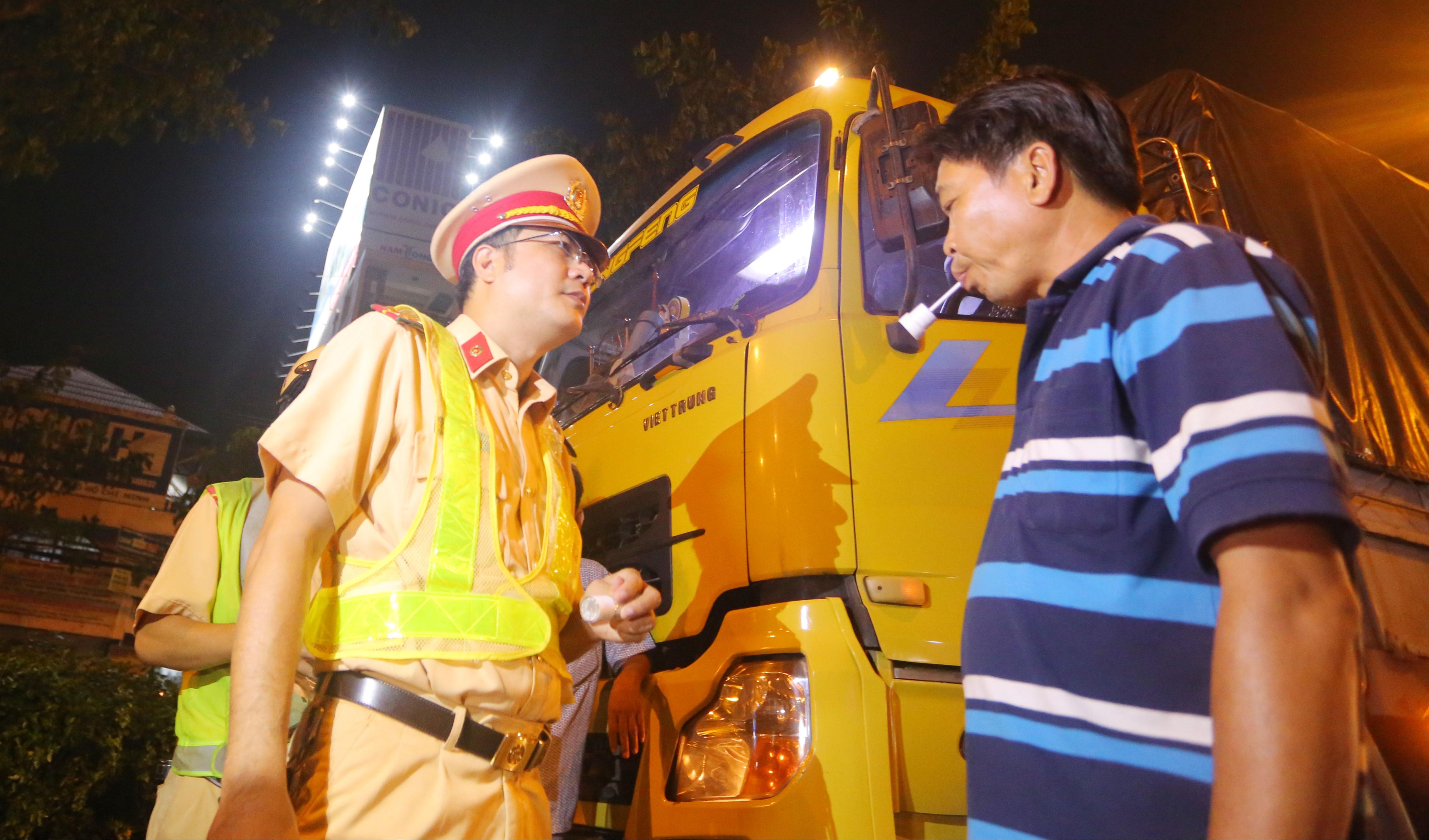 Tài xế được CSGT kiểm tra ma túy trong vòng 7 phút ở Sài Gòn
