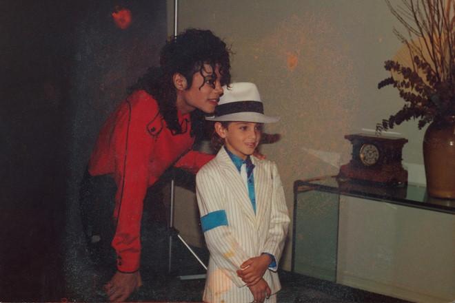 Phim tố cáo Michael Jackson lạm dụng tình dục trẻ em gây rúng động
