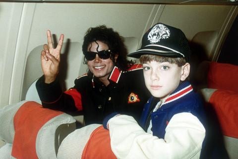 Gia đình Michael Jackson phản ứng gay gắt với phim tố cáo ấu dâm