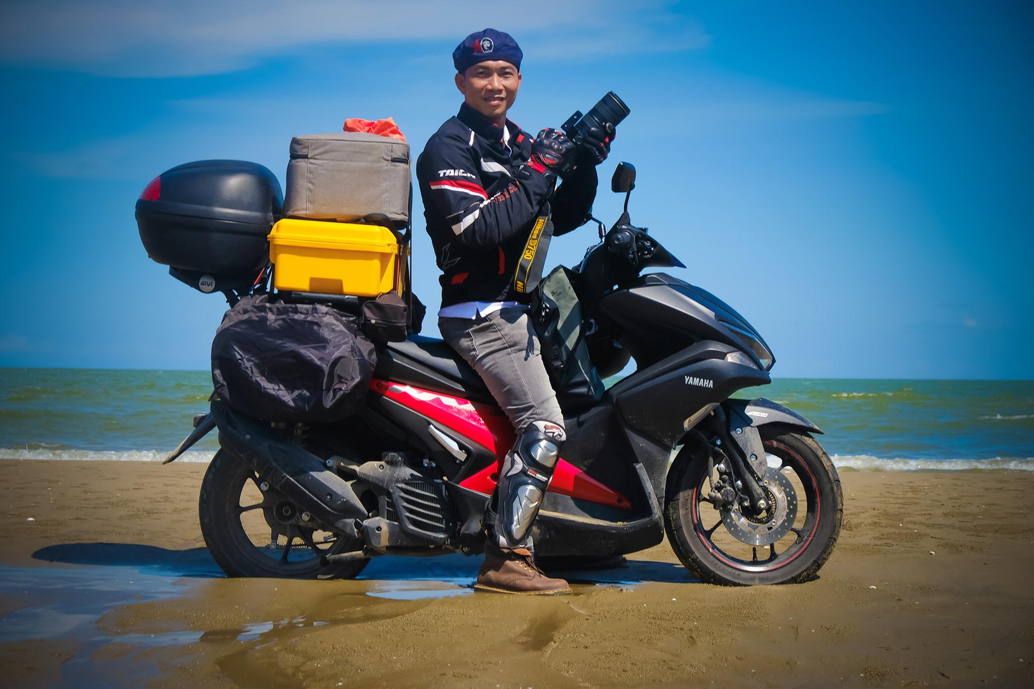 """Hành trình 7.000 km của người """"săn"""" rác khắp bờ biển Việt Nam"""