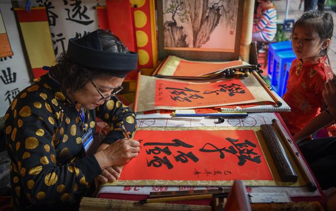 Người Hà Nội đi xin chữ đầu năm