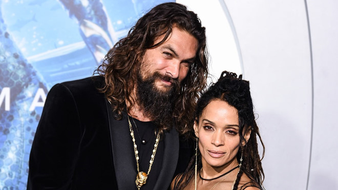 """Những mối tình """"phi công - máy bay"""" hơn kém nhau chục tuổi ở Hollywood"""