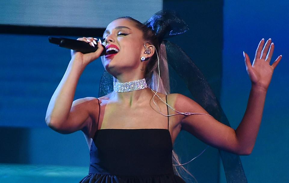Ariana Grande không đến nhận dù đoạt giải Grammy