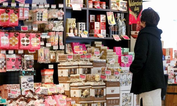 Nỗi ám ảnh của con gái Nhật Bản khi tặng quà Valentine cho... cả đống người