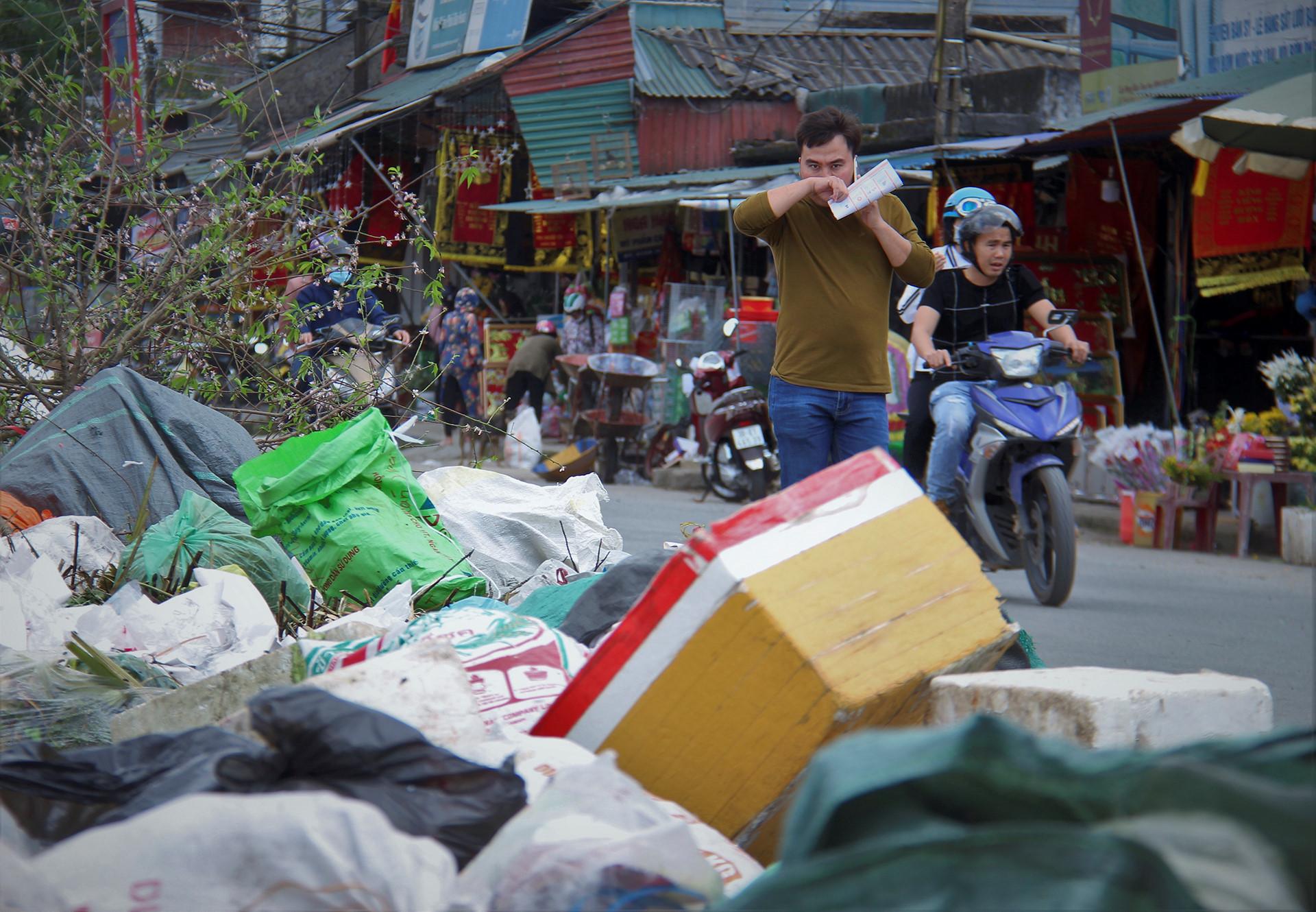 """Đau đầu vì rác từ đường đến bệnh viện đều """"chờ xử lý"""""""