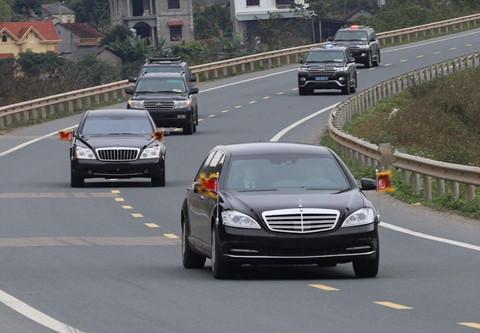 Đoàn xe của Chủ tịch Kim Jong Un trên đường từ Đồng Đăng về Hà Nội