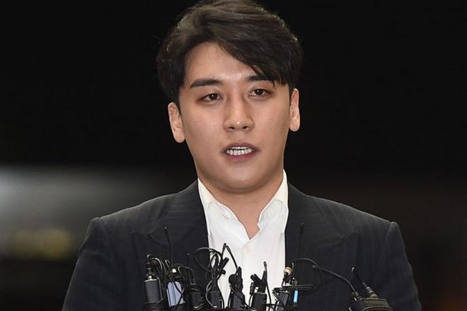 Seungri (Big Bang) đến sở cảnh sát, bị thẩm vấn suốt 8 tiếng
