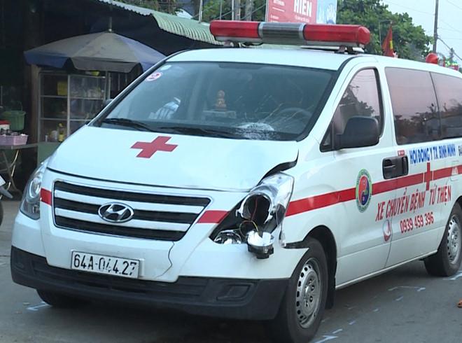 Xe chuyển bệnh nhân tông người đi bộ tử vong trên quốc lộ
