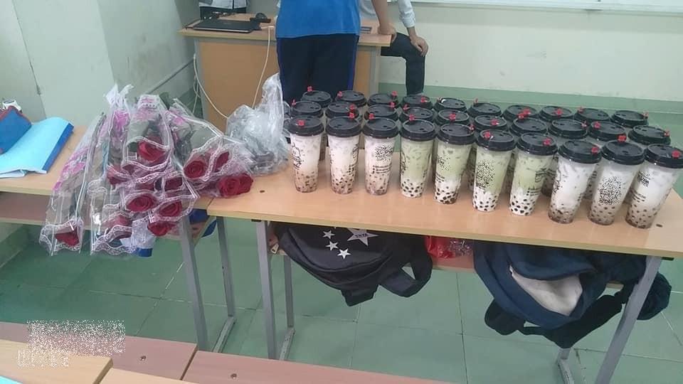 Nam sinh tặng trà sữa cho bạn gái trong lớp khiến CĐM trầm trồ