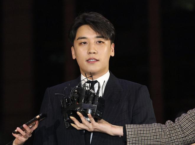 Khán giả tranh cãi dữ dội khi Seungri rút khỏi Big Bang