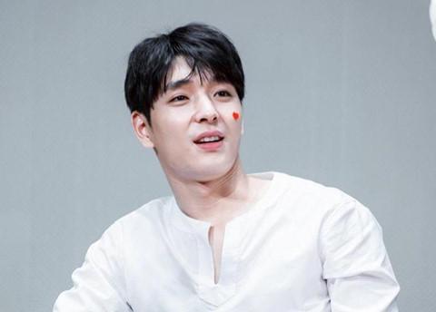 Ca sĩ thứ 3 tuyên bố giải nghệ vì nhóm chat tình dục với Seungri