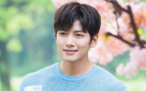 SBS tiết lộ thêm sao nam thường tới hộp đêm tai tiếng của Seungri