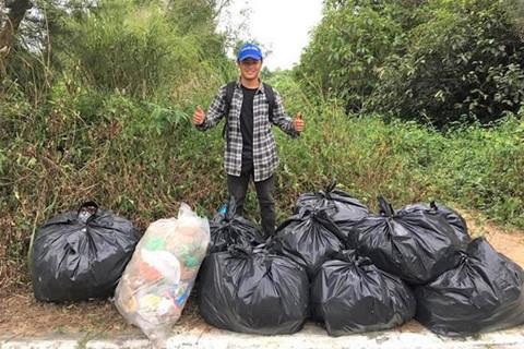 Người trẻ mượn việc dọn rác để check-in đấy, thì sao nào?