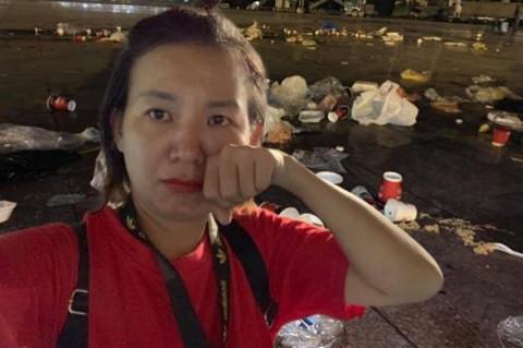 """Cô gái từ Sài Gòn ra sân Mỹ Đình nhặt rác và cái kết """"tức phát khóc"""""""