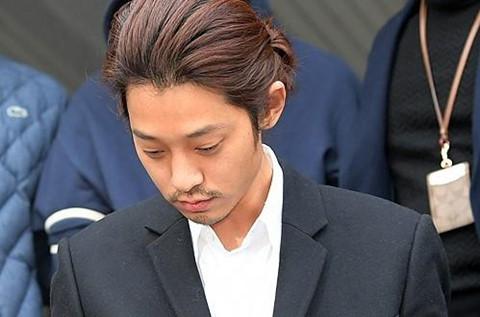 Jung Joon Young bị trói giải sang công tố, lộ thêm lời khai gây sốc