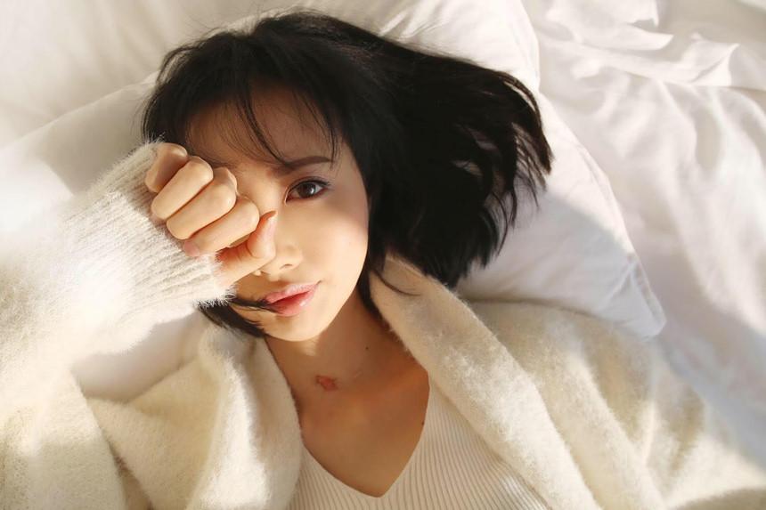 Nữ ca sĩ xinh đẹp Hong Kong nguy kịch sau 30 lần hóa xạ trị ung thư